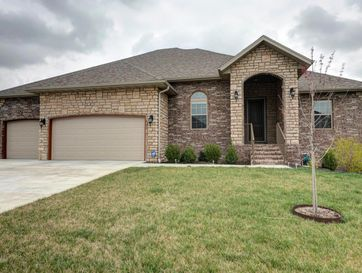 1614 North Oakfair Place Springfield, MO 65802 - Image 1