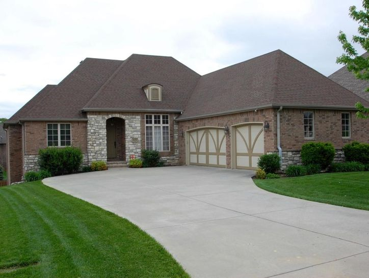 Photo of 829 East Donegal Circle