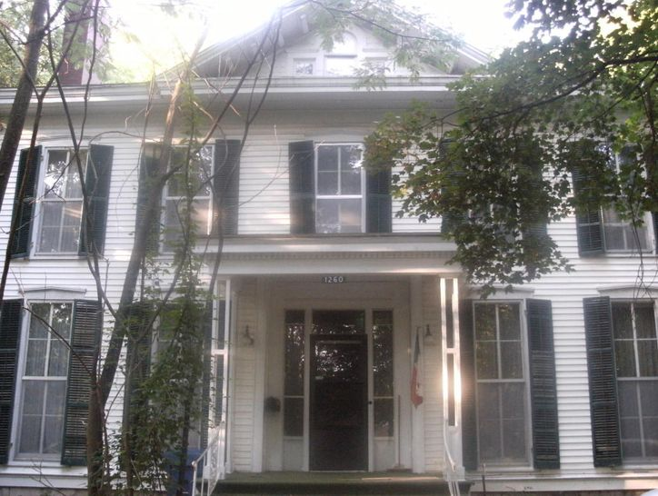 Photo of 1260 East Walnut Street