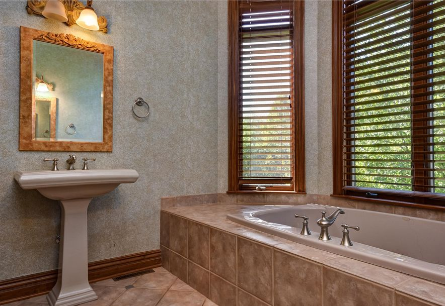 2872 South Forrest Heights Avenue Springfield, MO 65809 - Photo 24