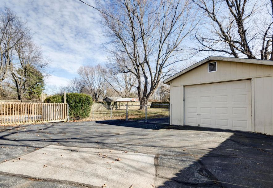 742 South Pin Oak Drive Springfield, MO 65809 - Photo 20