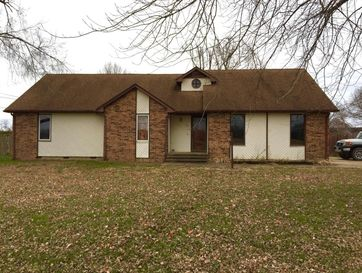 146 South Killingsworth Avenue Bolivar, MO 65613 - Image 1