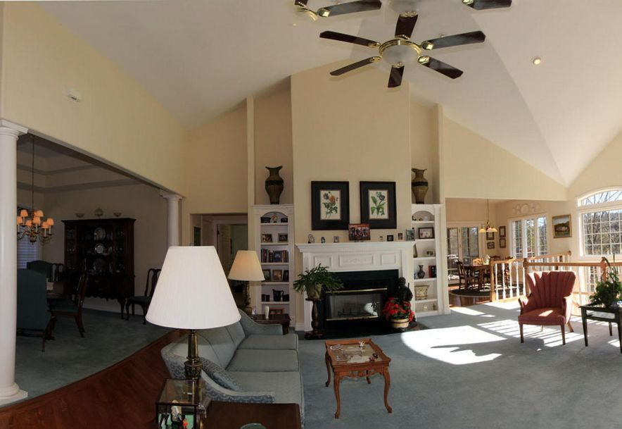 1007 Silvercrest Place Reeds Spring, MO 65737 - Photo 2