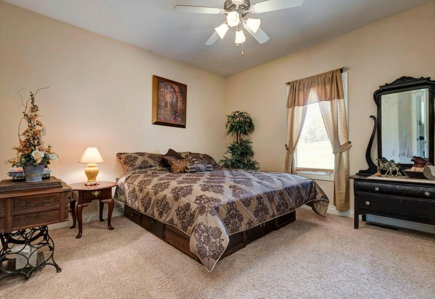 1545 West Silver Oak Drive Springfield, MO 65810 - Photo 17