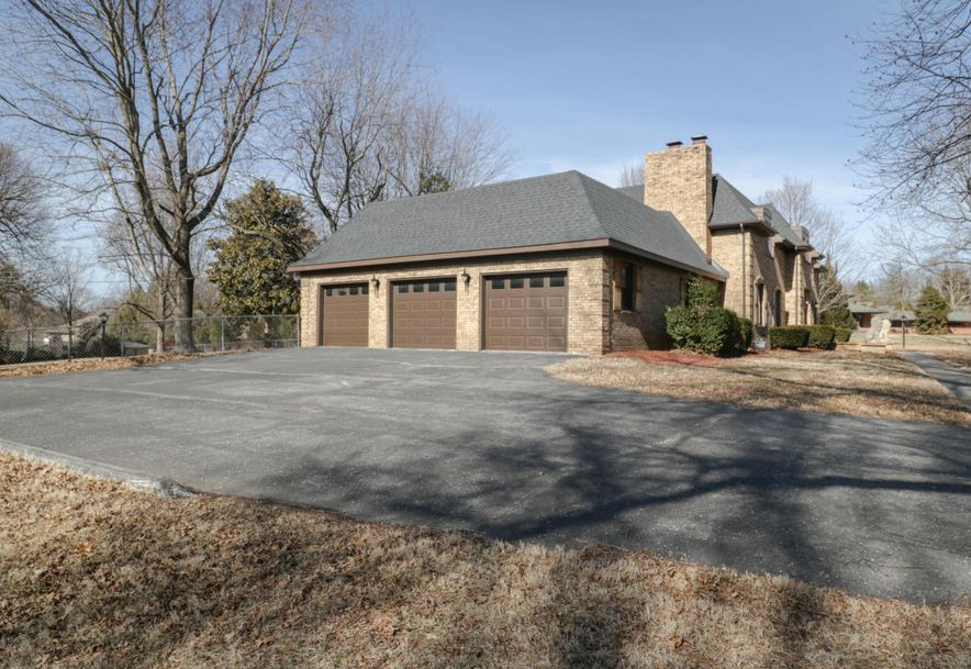 2325 South Inglewood Road Springfield, MO 65804 - Photo 3