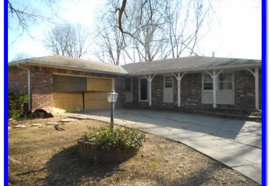 2413 East Bancroft Street Springfield, MO 65804 - Photo 3