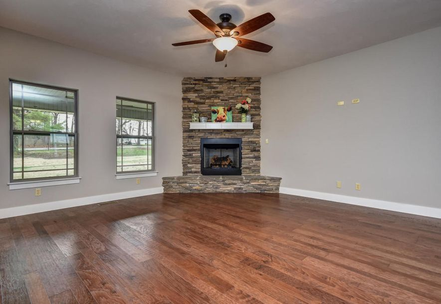 5605 East Conservatory Place Strafford, MO 65757 - Photo 2