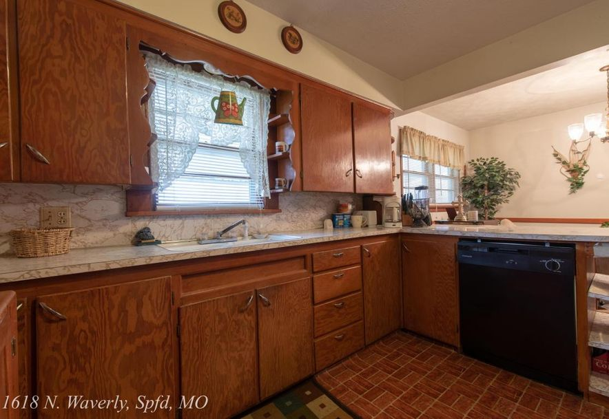 1618 North Waverly Avenue Springfield, MO 65803 - Photo 7