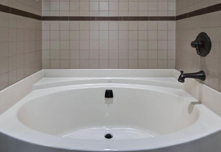 East Timberwood Court Springfield MO - Bathroom fixtures springfield mo