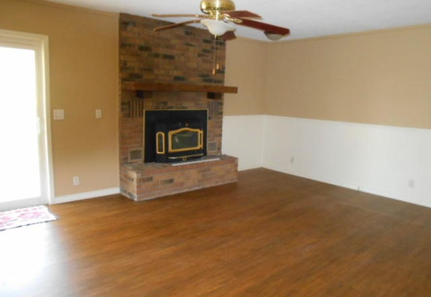 1312 South Adams Avenue Aurora, MO 65605 - Photo 4