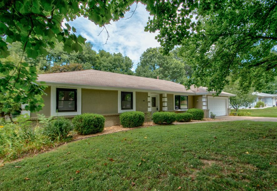 1105 East Canterbury Lane Springfield, MO 65810 - Photo 2