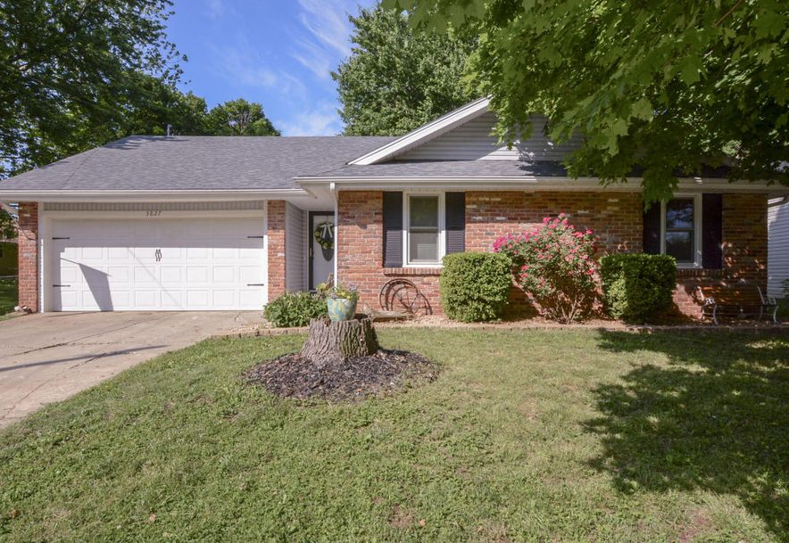 3827 South Lindell Avenue Springfield, MO 65807 - Photo 1