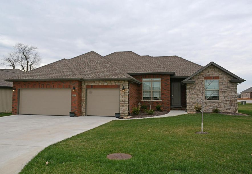 871 East Dyann Drive Nixa, MO 65714 - Photo 1