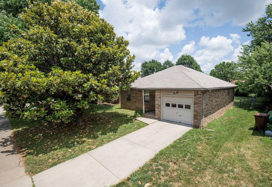 1606 North Lone Pine Avenue Springfield, MO 65803 - Photo 3