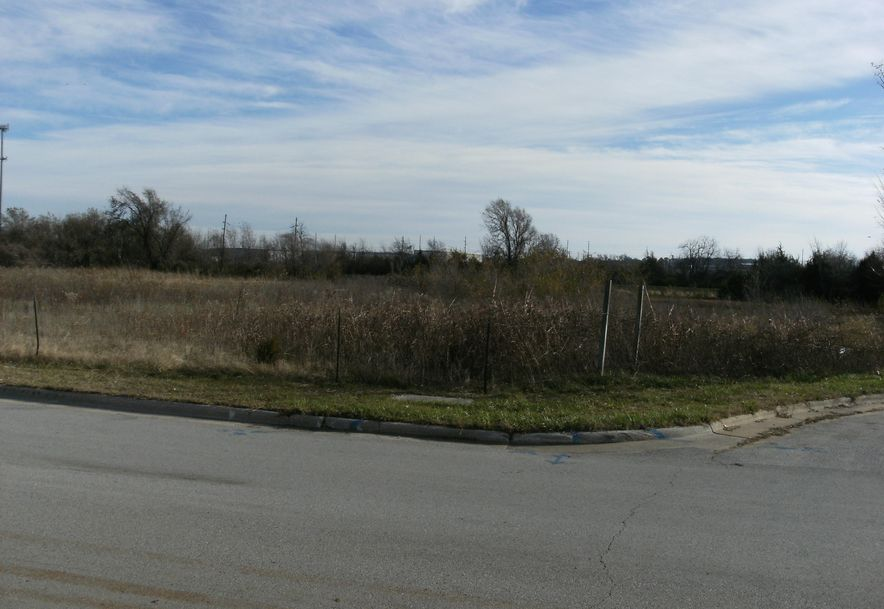 2700 North Eastgate Avenue Springfield, MO 65803 - Photo 3
