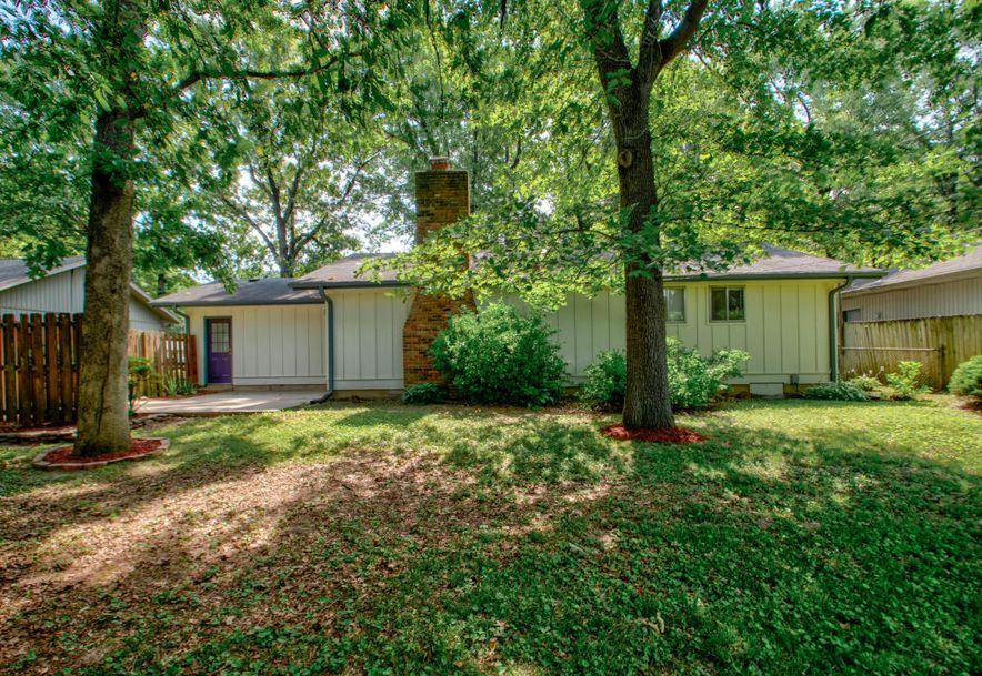 825 South Devonshire Drive Springfield, MO 65802 - Photo 19