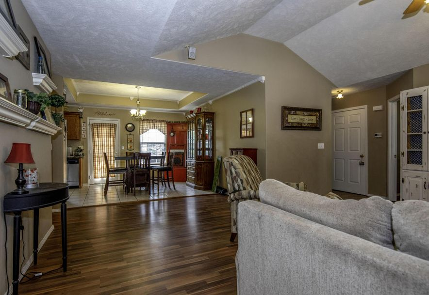 565 North Cottonwood Circle Republic, MO 65738 - Photo 5