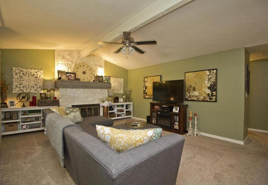 3054 West Countryside Drive Springfield, MO 65807 - Photo 2