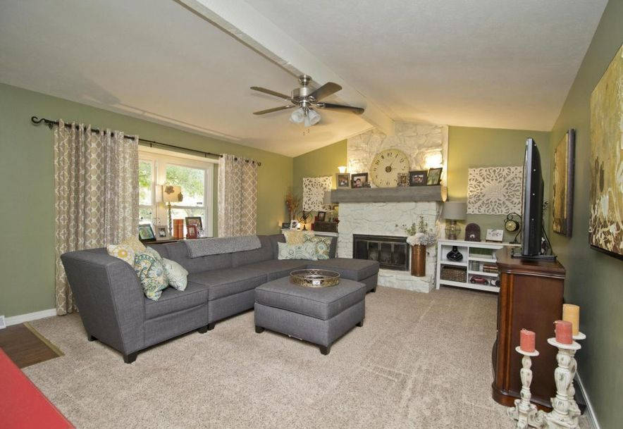 3054 West Countryside Drive Springfield, MO 65807 - Photo 3
