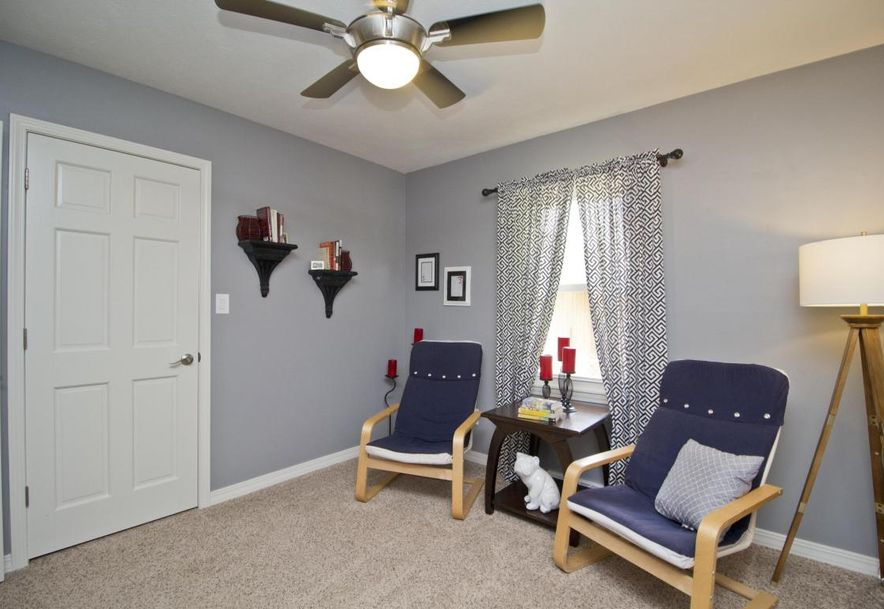 3054 West Countryside Drive Springfield, MO 65807 - Photo 25