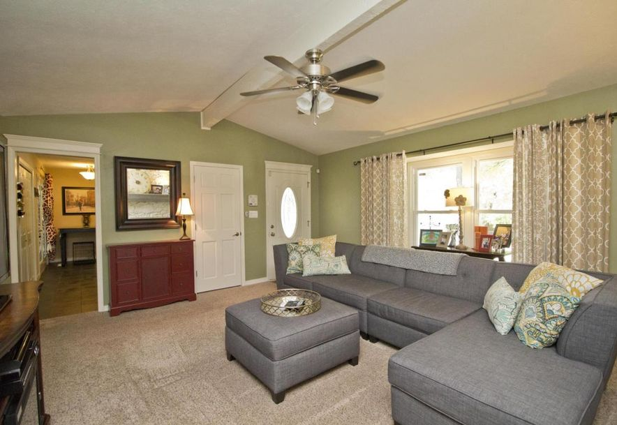 3054 West Countryside Drive Springfield, MO 65807 - Photo 4