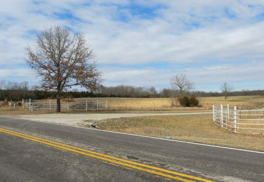 28545 Highway O Lebanon, MO 65536 - Photo 2