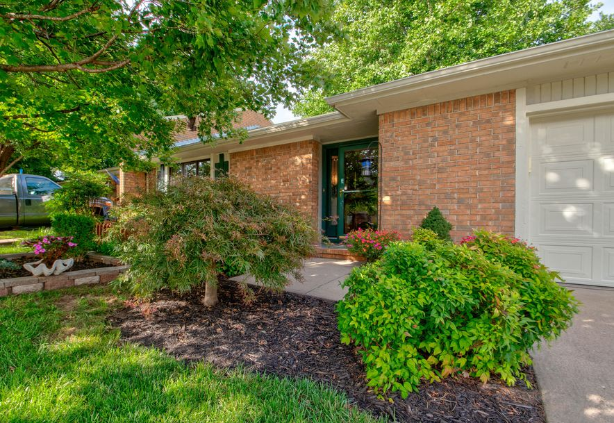 2117 East Wornall Place Springfield, MO 65804 - Photo 2