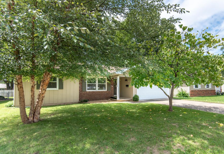 1333 South Arcadia Avenue Springfield, MO 65804 - Photo 2
