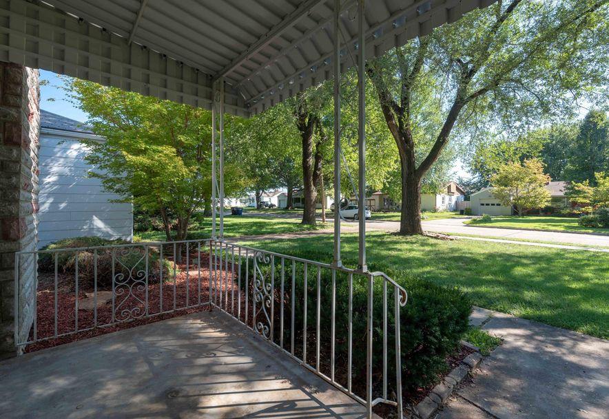 1425 South Kentwood Avenue Springfield, MO 65804 - Photo 3