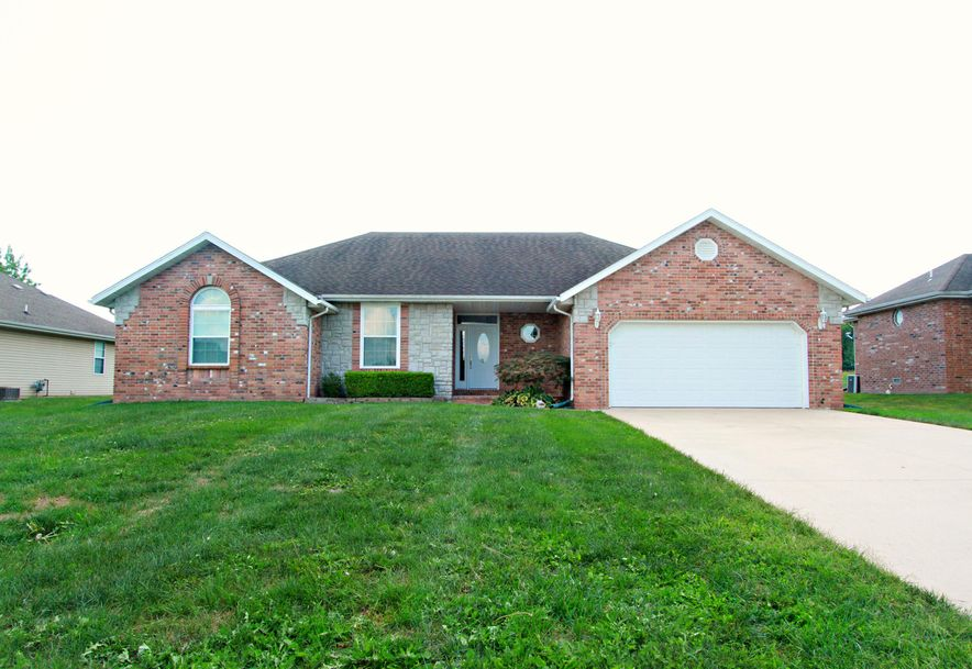 1050 Berkley Drive Marshfield, MO 65706 - Photo 1