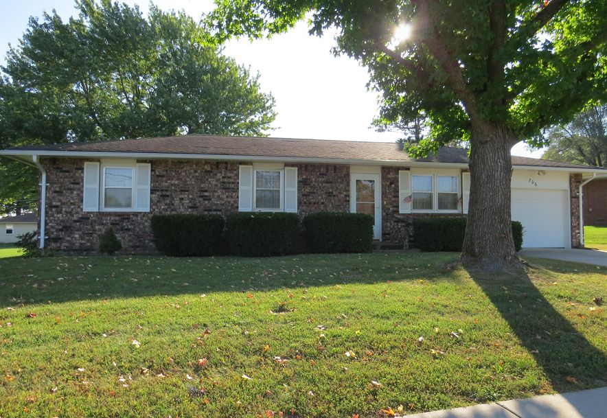 706 North Hartford Avenue Bolivar, MO 65613 - Photo 1