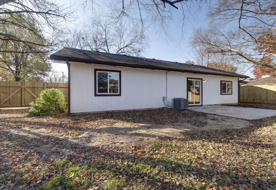 289 Central Avenue Hollister, MO 65672 - Photo 21