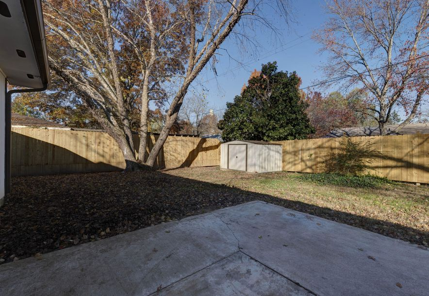 289 Central Avenue Hollister, MO 65672 - Photo 4