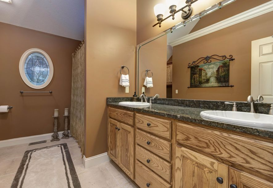 3261 South Thornridge Drive Springfield, MO 65809 - Photo 9