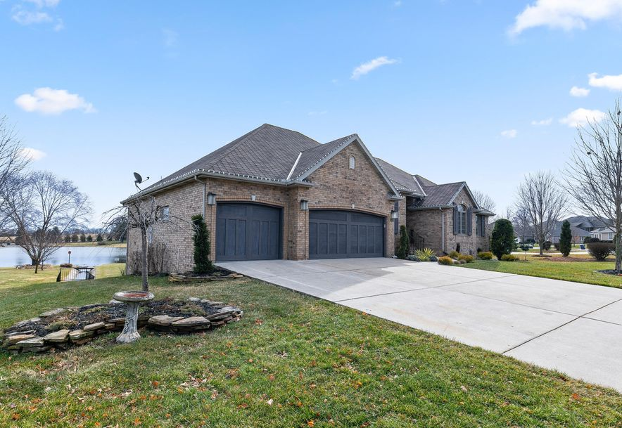 1404 North Fenchurch Lane Springfield, MO 65802 - Photo 2