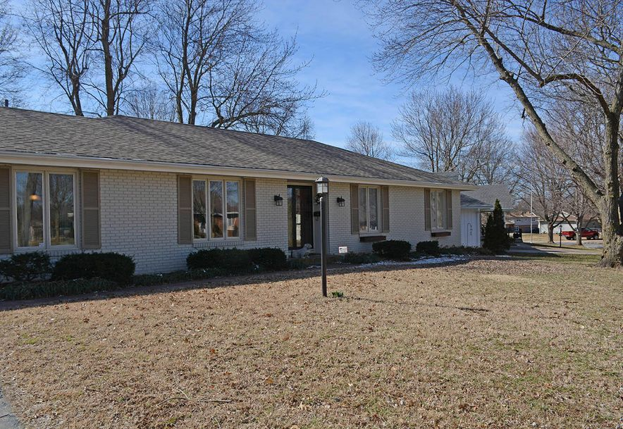 3060 East Covington Street Springfield, MO 65804 - Photo 2
