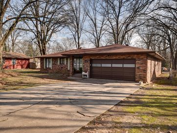 1036 West Beverly Hills Drive Springfield, MO 65803 - Image 1