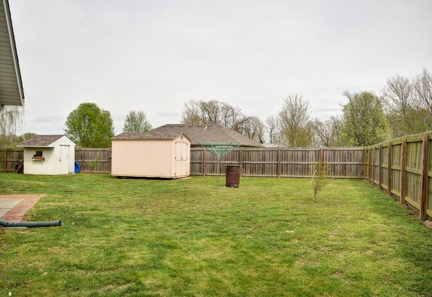 1802 Tyler Street Aurora, MO 65605 - Photo 27