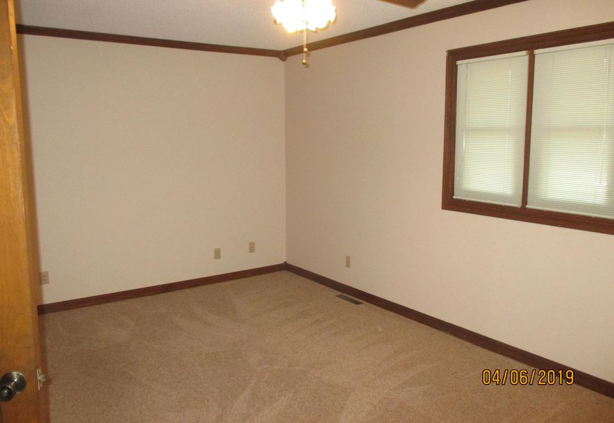1229 West Northwood Street Bolivar, MO 65613 - Photo 7