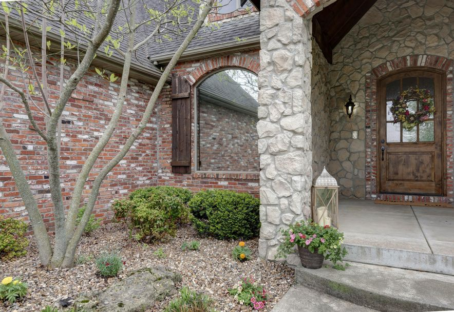6433 South Valley Brook Court Springfield, MO 65810 - Photo 4