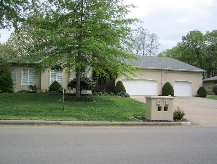 Photo of 8303 Oakmont Drive