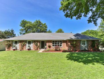 2425 South Hillsboro Avenue Springfield, MO 65804 - Image 1