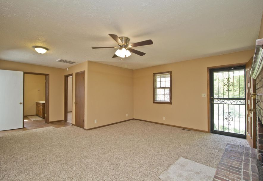 2035 West Melville Road Springfield, MO 65803 - Photo 4