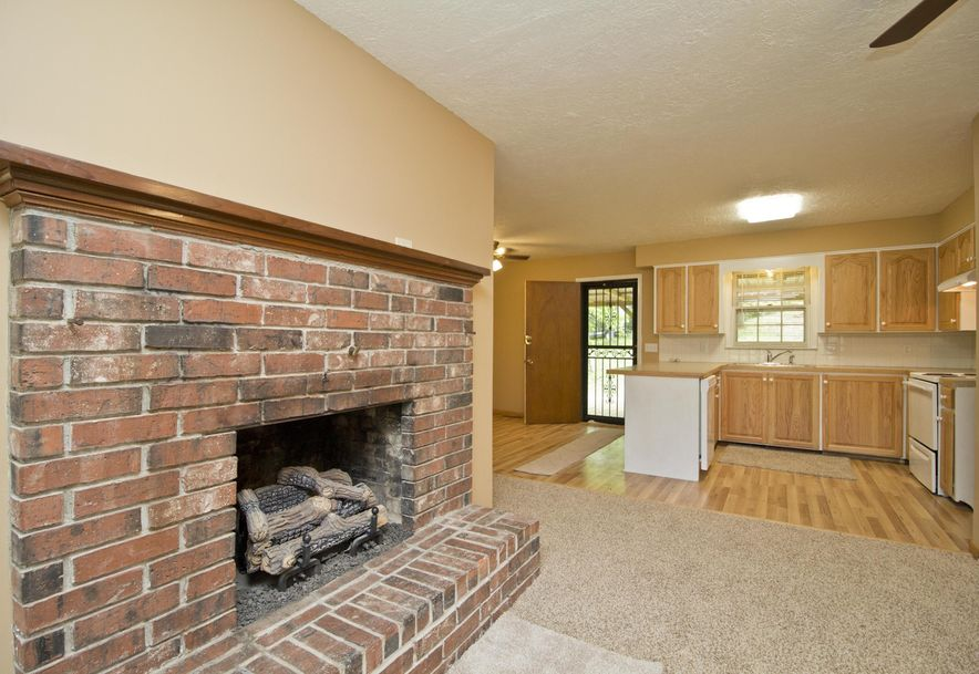 2035 West Melville Road Springfield, MO 65803 - Photo 8