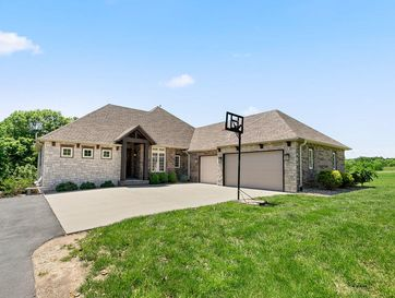 932 South Caliburn Drive Nixa, MO 65714 - Image 1