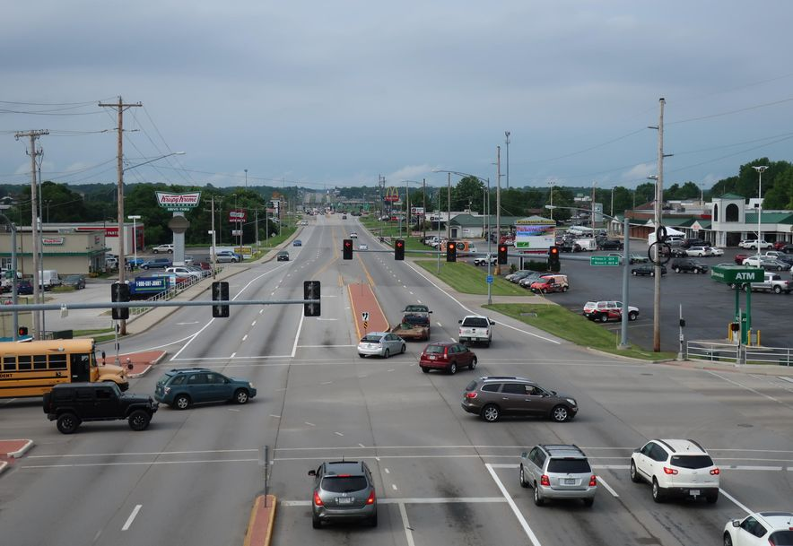 3863 South Campbell Avenue E Springfield, MO 65807 - Photo 12