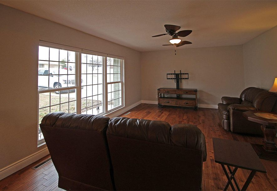 945 Parkview Drive Hollister, MO 65672 - Photo 4