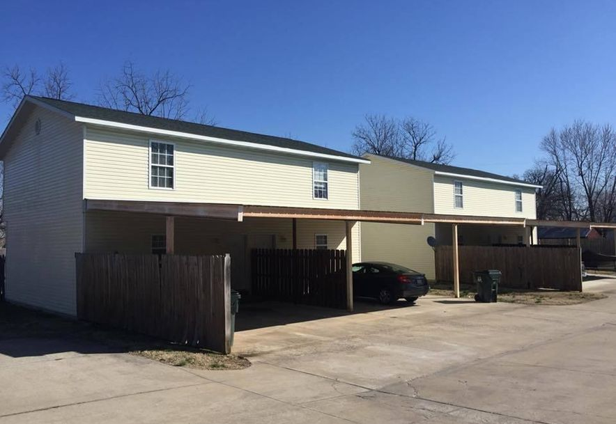 810 South Griffith Avenue 1-8 Aurora, MO 65605 - Photo 2