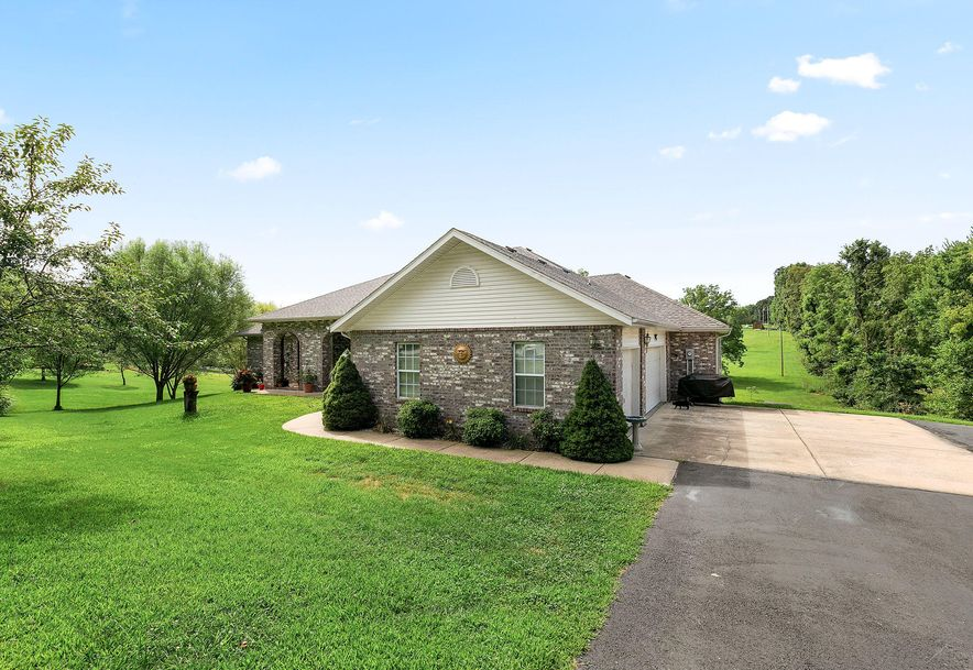 1676 Green Valley Road Clever, MO 65631 - Photo 3