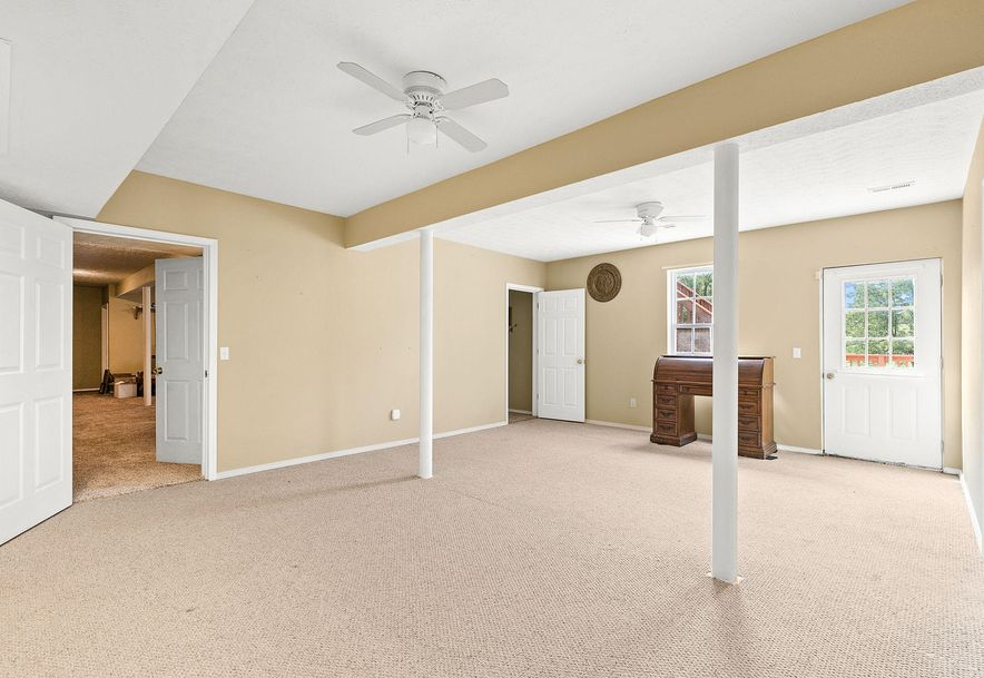1676 Green Valley Road Clever, MO 65631 - Photo 27